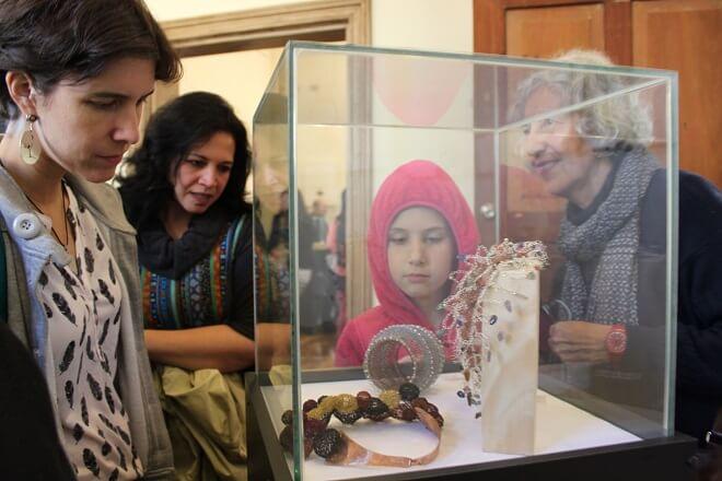 Muestras de Joyería Contemporánea se exhiben en biblioteca municipal y Casa Prochelle Uno