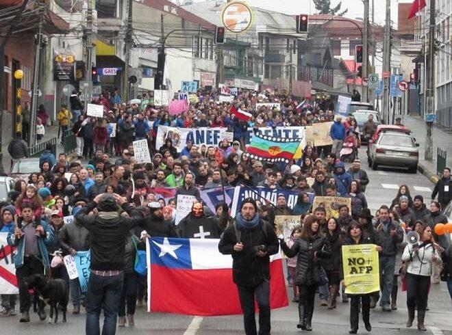 Este domingo Valdivia vuelve amarchar bajo la consignaNO+AFP