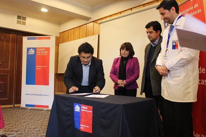 Seremi de Salud y de Obras Públicas firman compromiso para el reconocimiento del MOP como lugar de trabajo promotor de la salud