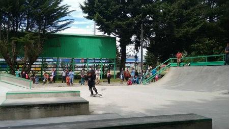Jóvenes de Los Ríos, Los Lagos y La Araucanía participaron de campeonato de skateboarding en Paillaco