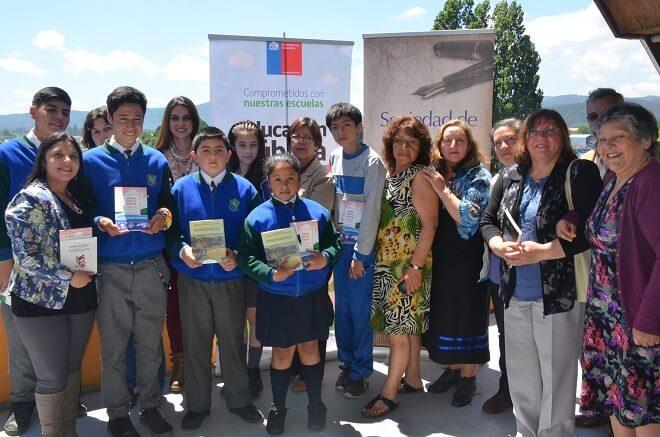 Alumnos de Escuelas Municipales disfrutaron de tarde lírica junto a poetas Valdivianos