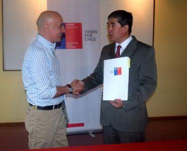 Bienes Nacionales e INDAP firman convenio para sanear terrenos de pequeños productores agrícolas de Los Ríos