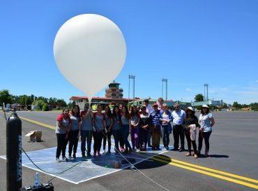 Liceo Gabriela Mistral lanzó globo metereológico desde aeródromo Pichoy