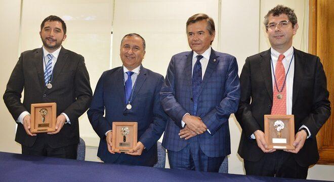 """En Temuco Intendente Montecinos recibió """"Medalla Universidad de La Frontera"""""""