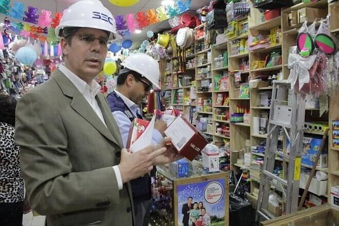 SEC fiscalizó venta de luces y productos navideños en comercio de la región