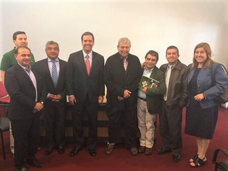 Senador Harboe y alcaldes del Valle del Itata se reúnen con director regional de Vialidad