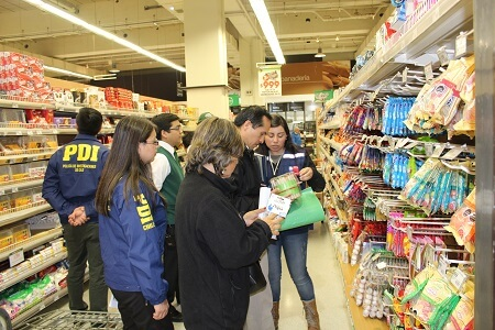 Seremi de Salud Osorno verifica cumplimiento de la Ley de Etiquetado Nutricional previo a navidad