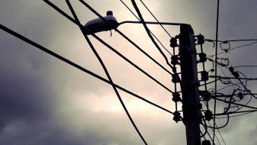 Municipio de Valdivia realizó reunión operativa para despeje de cables en desuso