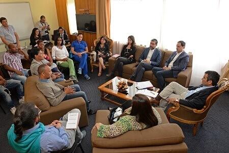 Intendente de la Prida se reúne con comunidad colombiana en Puerto Montt