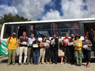 Gobierno llama a prevenir incendios forestales entregando información a pasajeros que viajan a la costa de Valdivia