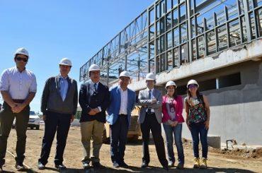 Intendente y director nacional IND visitaron construcción del Centro Deportivo Integral de Mariquina