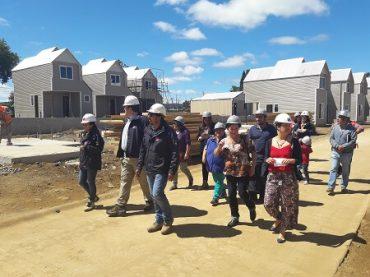 MINVU Los Ríos y vecinos constatan avance de construcción de 369 viviendas en Alto Guacamayo