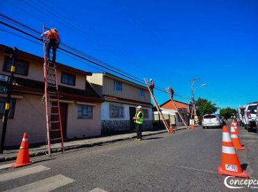 En Concepción municipio y empresas inician cuarta etapa de plan de retiro de cables aéreos