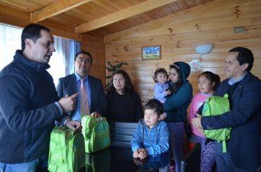 Niños desplazados de sus hogares en Quellón reciben kit de emergencia Chile CreceContigo