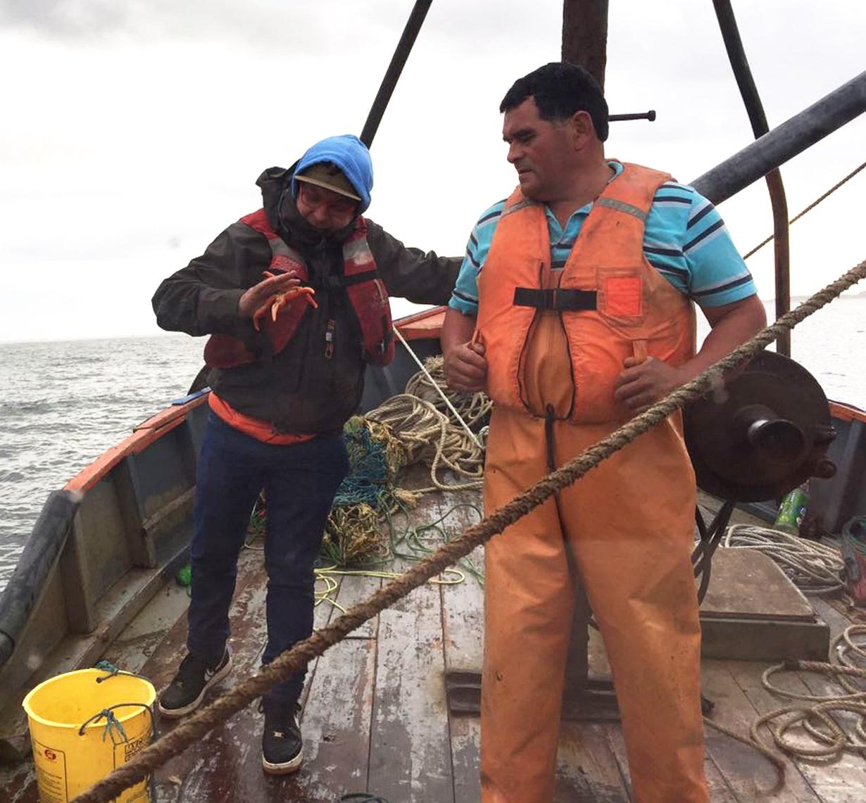 Con pescadores de Carelmapu, Quenuir y Lenca continúan grabaciones de programa Los Reyes del Mar que transmite TVN