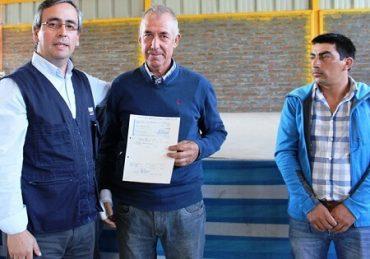 Indap entrega incentivos compensatorios a familias campesinas de Yumbel y Quillón afectadas por incendios forestales