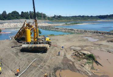 Primer vagón sumergido en el río Toltén ya fue retirado