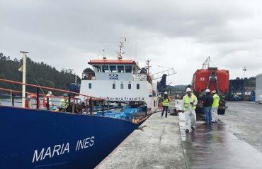 Sernapesca y Armada fiscalizan disposición final de mortalidad producida por microalga en Golfo de Penas
