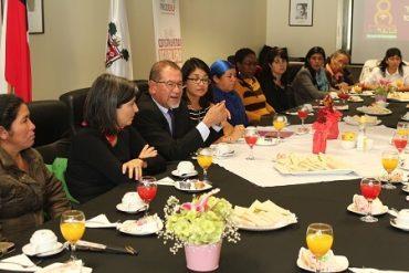 Mujeres inmigrantes, mapuche y dirigentas, compartieron sus experiencias en el día de la mujer