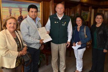 Municipio de Temuco entregó subvención a agrupación de artesanos del mercado modelo
