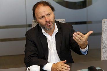 """Senador De Urresti, Región de Los Ríos: """"No es aceptable que Piñera quiera hacer con el agua lo mismo que hizo con los peces"""""""