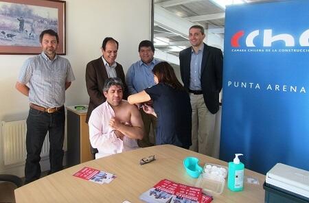 Trabajadores de la construcción de Magallanes se vacunan contra la influenza