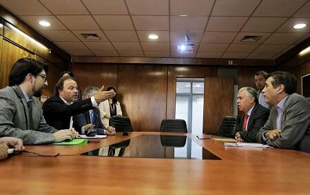 Investigadores de la UACh dan a conocer a ministro de Agricultura y director de Conaf estudio sobre muerte de araucarias