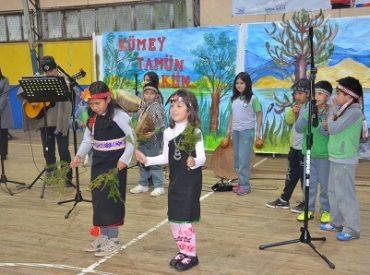 Con danzas y cantos en Mapuzungun se dio el vamos al año escolar intercultural en Los Ríos