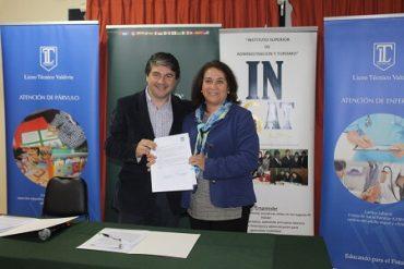 Firmaron convenio que permitirá a alumnos de Liceo Técnico e Insat convalidar ramos de especialidadcon carreras afines con CFT Santo Tomás