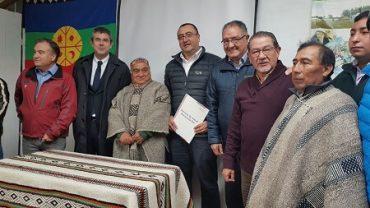 Intendente de La Araucanía firma mensaje para la construcción del nuevo Centro de Salud Intercultural Boroa Filulawen