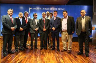 Intendente Díaz y alcaldes firman nueve convenios por más de 9.500 millones de pesos para el desarrollo de ocho comunas