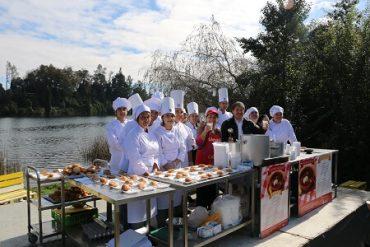 Valdivianos y turistas disfrutaron de la preparación de centenario plato local