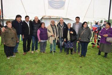 Campesinos de Lago Ranco reciben incentivos de INDAP para mejorar su producción