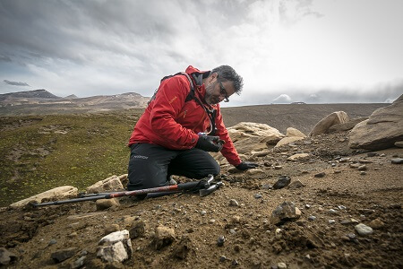 Destacado investigador chileno participa de documental de la BBC sobre dinosaurios