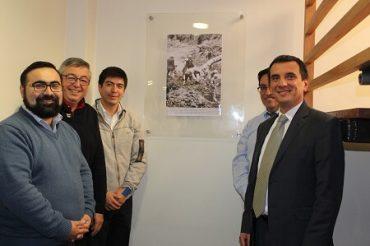 Intendente Millán junto a funcionarios Corfo descubren placa memoria en conmemoración del terremoto de 1960