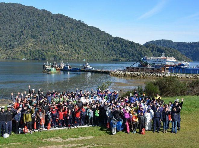 """SalmonChile y empresas asociadas se unen al proyecto """"Unidos por el estuario"""" para realizar limpieza de playas en Cochamó"""