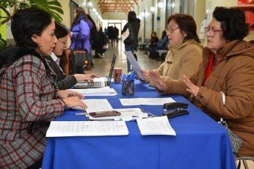Adultos Mayores se inscriben en cursos de la U. San Sebastián