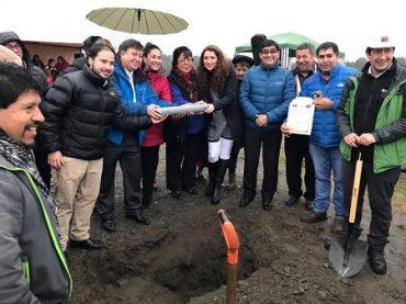 Comenzó la construcción de viviendas para adultos mayores en Quellón