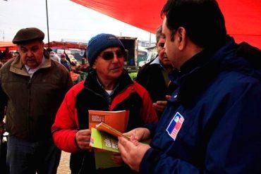 En Feria libre de Valdivia difunden Guía de Beneficios Sociales 2017