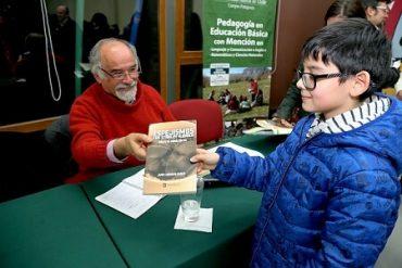 Reconocido juez y escritor Juan Mihovilovich lanza nueva obra literaria en el Campus Patagonia de la Universidad Austral de Chile
