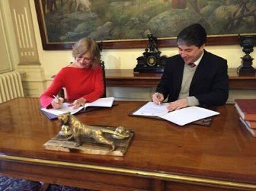 Municipalidades de Valdivia y Providencia firman convenio de colaboración