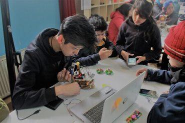 En solo cinco días estudiantes de Río Bueno construyen robots