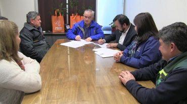 CONAF y Municipalidad de Curanilahue firmaron convenio de arborización
