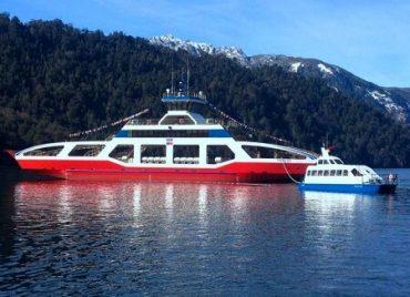 MOP concretó ingreso por primera vez al agua de nueva barcaza Puerto Fuy que recorrerá el Lago Pirehueico