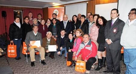 Municipio realiza charla de seguridad ciudadana a dirigentes de Valdivia