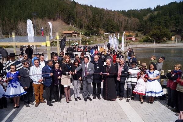 Autoridades y vecinos inauguran nueva costanera en Buchupureo