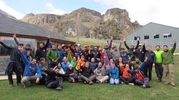 Guías de turismo se capacitan en kayak y montaña
