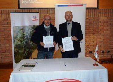 INDAP y COLUN firman convenio de cooperación en beneficio de pequeños productores lecheros