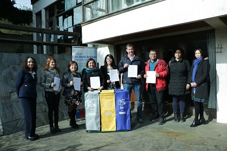 Servicios Públicos firman Convenio de Reciclaje de Papel Blanco en Los Ríos