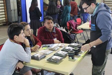 Estudiantes de escuelas rurales de Los Ríos se lucen con sus innovaciones en feria tecnológica